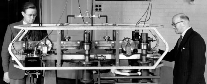 Jack Parry (left) and Louis Essen (right) with the Caesium Mk. 1 atomic clock essen-experiment_1.jpg